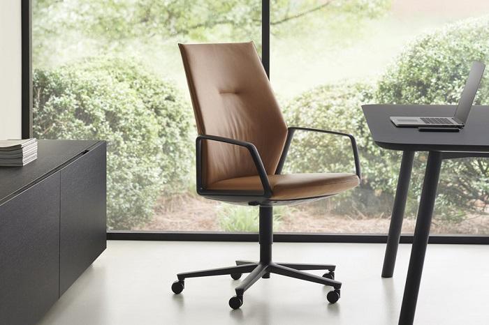 M75 Chair